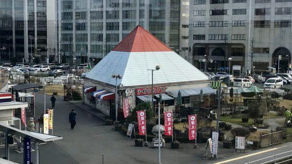 東口駅前イベント広場店本館の外観