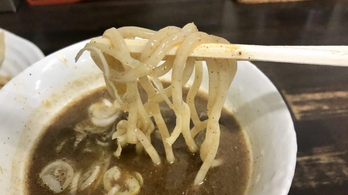 つるやのつけ麺を食べる