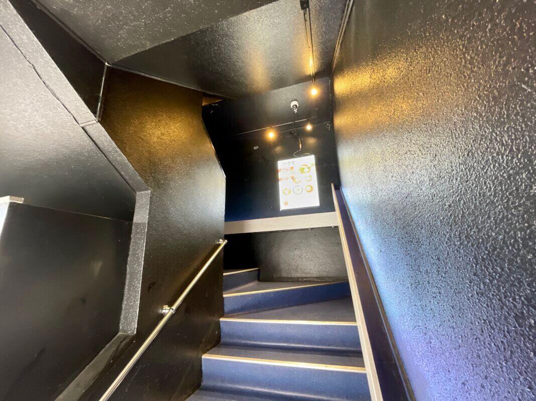 酒と麺アクビの階段