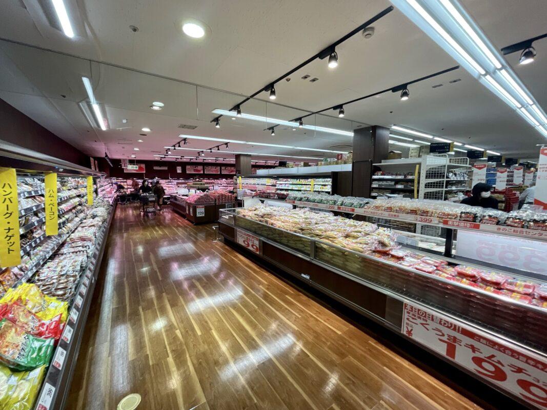 トライアル宇都宮店の食料品売り場