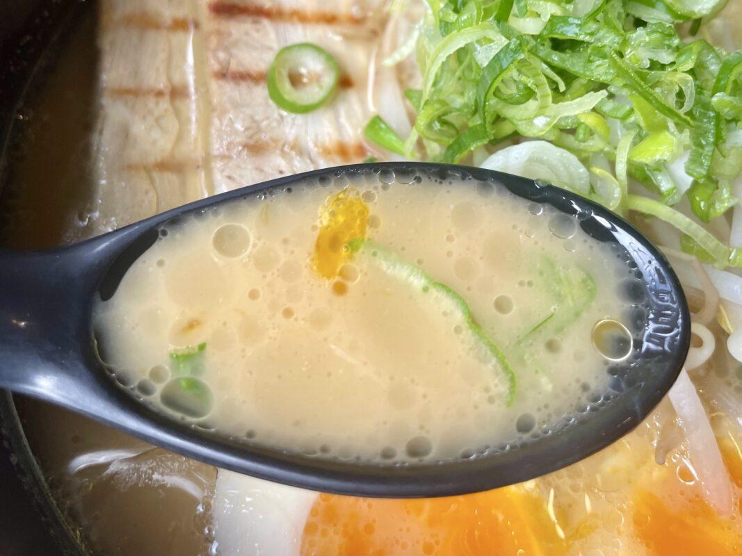 中村家の濃厚家系スープ