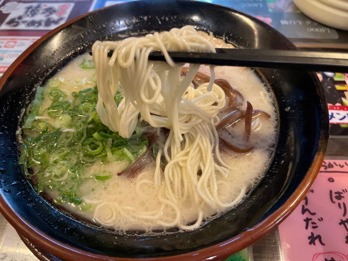 博多らーめん万々(ばんばん)の麺