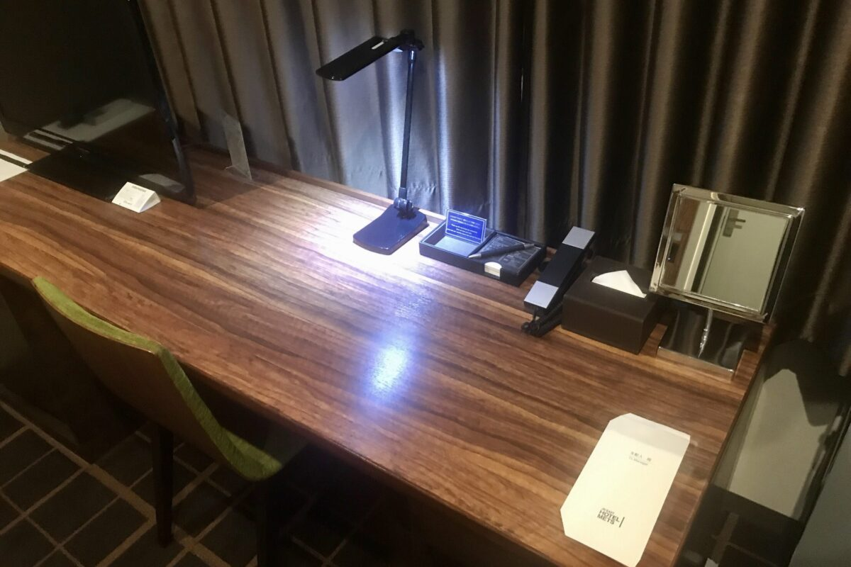 ホテルメッツ宇都宮のテレワークテーブル